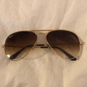 Classic ray ban aviators in gold Medium size!!